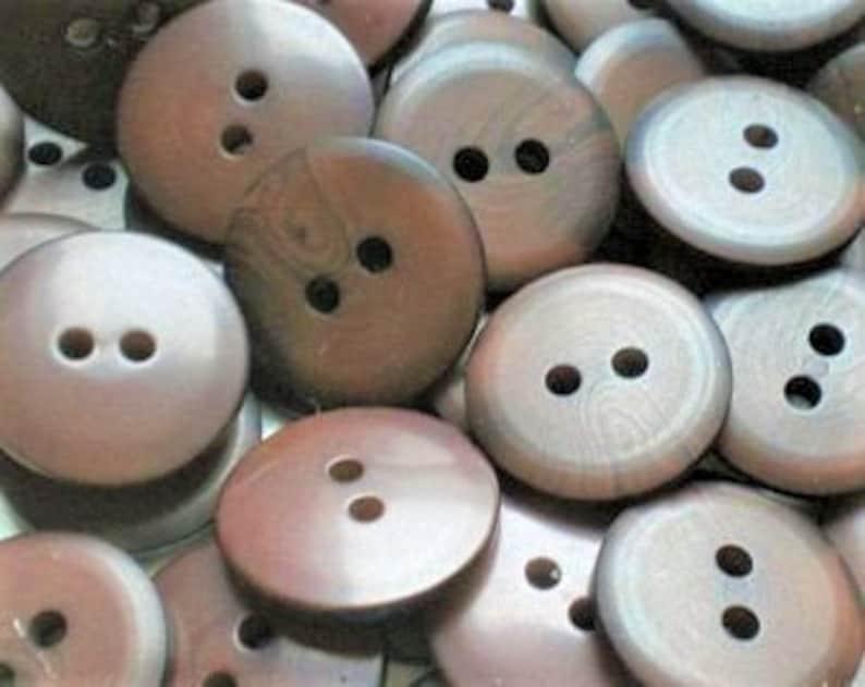 8 brown x 17 mm buttons K93a