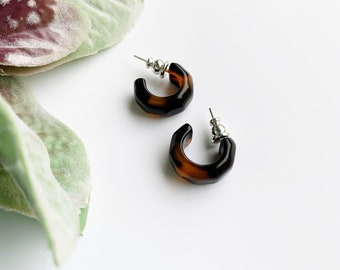 Kaleidoscope Hoops in Classic Tortoise Shell   Geometric Acetate Resin Huggie Hoop Earrings Sterling Silver Posts Men's Unisex