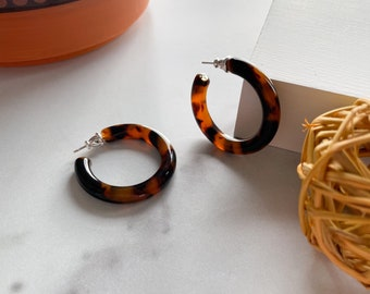 35mm Round Hoops in Classic Tortoise Shell | Acetate Resin Tortoise Hoop Earrings Boho Chic Thick Chunky Statement Hoops 925 Silver Posts