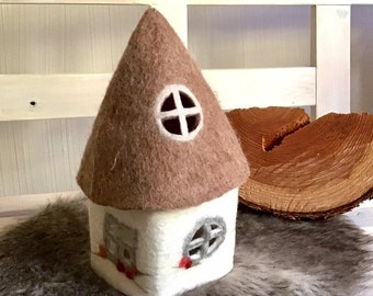 felt-cheerful cottage with beige roof and lighting - large