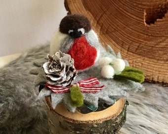 cute table decoration made of felt with little birds