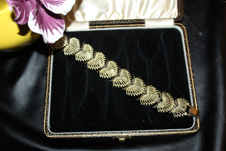 Coro Designer High End Gold Plate Textured Modernist Amazing Wonderful Bracelet