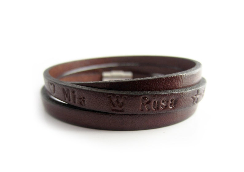 Leather is well-known as a safeguarding material that is durable and has been traditionally used to give a husband/wife on their 3rd wedding anniversary. If your relationship becomes much stronger, so giving your partner a leather gift is a way of representing this. A monogram leather bracelet is an excellent gift idea for any occasion, whether you're looking for yourself or a loved one. This custom leather bracelet can be embossed with your preferred text individually. The names of your loved ones, birth dates, initials, coordinates, for example, may be stamped.