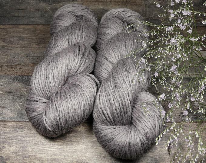 LILAC - Biowolle mit Leinen, pflanzengefärbte Wolle, gewalktes Dochtgarn, natürlich handgefärbte Wolle