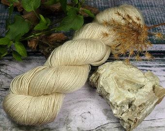 PAKO PERLMUTT - 115gr Merino Alpaka Seiden Singlesgarn (100gr/EUR 23,04), natürlich handgefärbtes Edelgarn, rein mit Pflanzen gefärbt