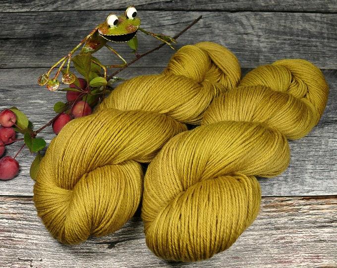 ROSY RED ONION - Bio Merino Wolle 320m Lauflänge, pflanzengefärbte kuschelweiche reine Wolle von Rosy Green Wool,  Biowolle