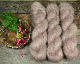 TAUPE - 50gr Kidsilk Lace (100gr/EUR 43), Kidmohair & Seide pflanzengefärbt, edles Lacegarn mit Mohair, Lauflänge 420 Meter