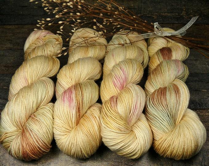 TWISTER LICHTERTANZ - Merino Silk fingering, pflanzengefärbte Wolle mit Seide, natürlich handgefärbte Wolle, 100gr Lauflänge 420m