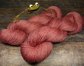 RUBY - Biowolle mit Leinen, pflanzengefärbte Wolle, gewalktes Dochtgarn, natürlich handgefärbte Wolle