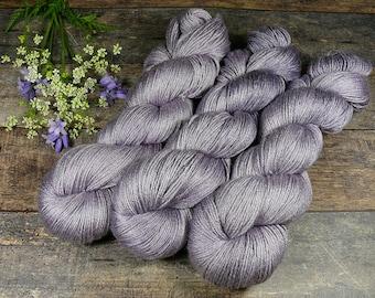 POSH ANNA - Merino Seide 4fach Zwirn, pflanzengefärbt von folly.me, Edelgarn, Naturfärbung, 100gr Lauflänge 400m