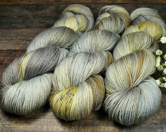 TWISTER SOMMERGEWITTER mit SPECKLES - Merino Silk fingering, pflanzengefärbte Wolle mit Seide, handgefärbte Wolle, 100gr Lauflänge 420m
