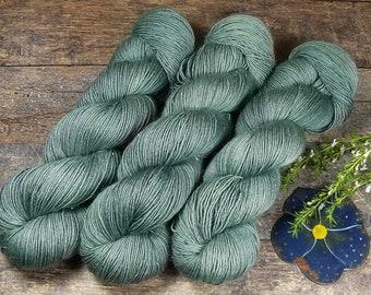 GLIZZ FUNKELEI - Glitzer Merino Singles, weiche pflanzengefärbte Wolle, Lauflänge 366m