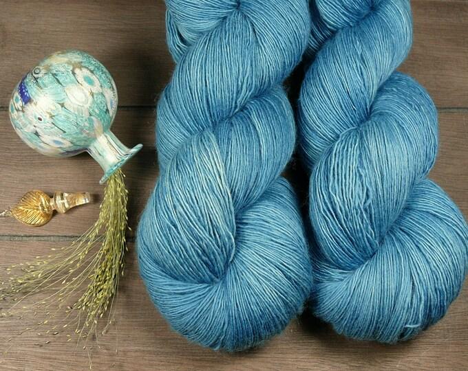 DOLPHIN - Merino Lace pflanzengefärbt von folly.me, handgefärbtes Singlesgarn, Single reine weiche Wolle, Lauflänge 800 Meter