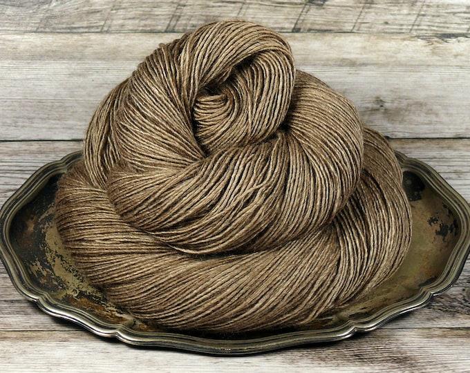 FUMY HAZEL - 120gr Yak Seide Merino Singles handgefärbt (100gr/Euro 21,00), pflanzengefärbtes zartes Edelgarn