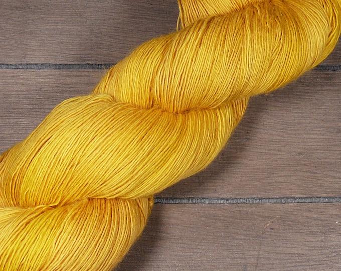 SUNFLOWER - pflanzengefärbtes Merino Lace Singlesgarn, handgefärbte reine weiche Wolle, Lauflänge 800 Meter