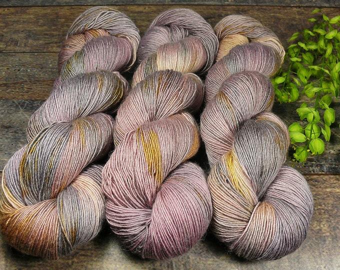 PAKO ZWIELICHT - 115gr Merino Alpaka Seiden Singlesgarn (100gr/EUR 20,87), natürlich handgefärbtes Edelgarn, mit Pflanzen gefärbt