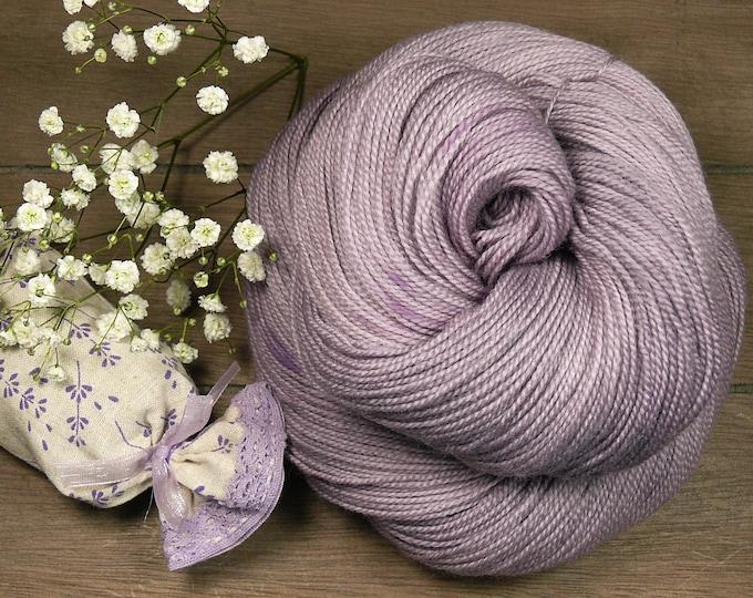 FLIEDERLICH - Merino Lace pflanzengefärbt von folly.me, Lacegarn Merino superweich, handgefärbtes Merino Lace, Lauflänge 600m, 2ply