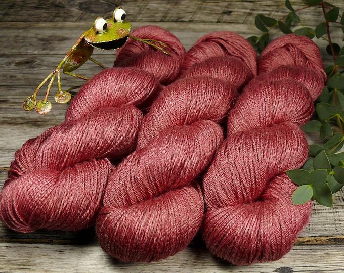 POSH HAGEBUTTE - Merino Seide 4ply fingering, pflanzengefärbtes Edelgarn, Naturfärbung, 100gr Lauflänge 400m