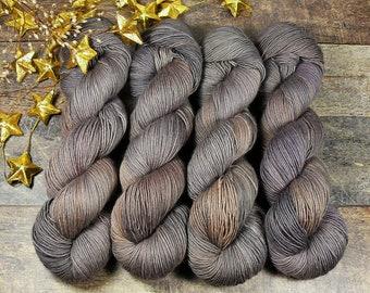 BECCA NACHTWIND - Lanartus Merino Singles 370m LL, pflanzengefärbte sehr weiche Wolle, edles Singlegarn natürlich handgefärbt