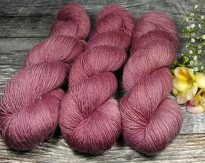 ROSENHOLZ GLIZZ - sparkling Merino Single, pflanzengefärbte Wolle von folly.me, natürlich handgefärbte Wolle, Singlesgarn mit Glitzer