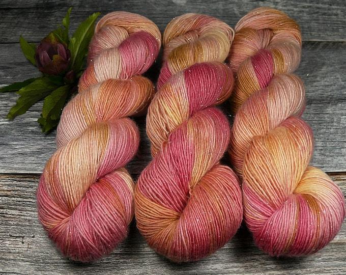 GLIZZ ABENDSONNE - Glitzer Merino Singles, weiche pflanzengefärbte Wolle, Lauflänge 366m