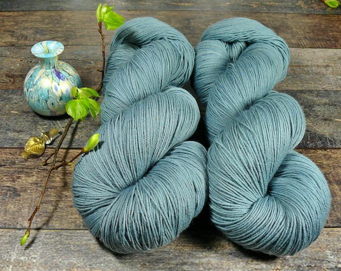 NACHTWIND - 150gr Merino fingering (18 EUR/100gr), pflanzengefärbtes Allroundgarn, handgefärbte reine Wolle, plastikfrei!