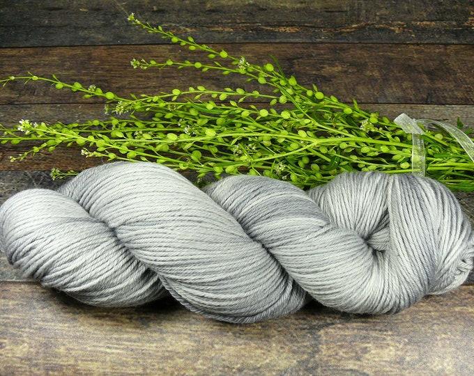 ROSY GRISETTE - Bio Merino Wolle 320m Lauflänge, pflanzengefärbte kuschelweiche reine Wolle von Rosy Green Wool,  Biowolle