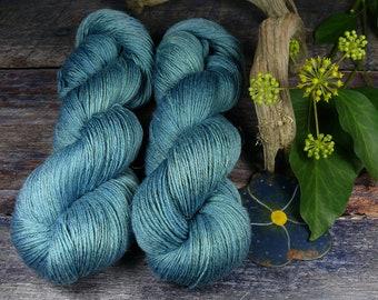 JUULI ATLANTIK - Bio Merino Leinen 466m Lauflänge, handgefärbte  Wolle, muelsingfreie Wolle