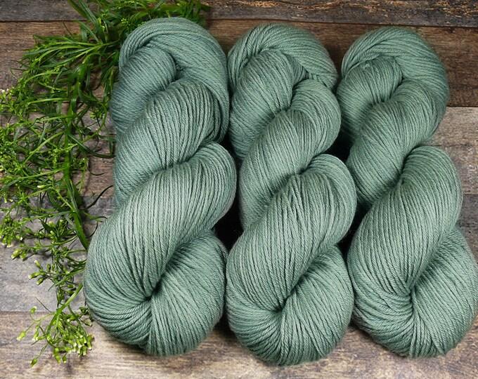 ROSY KÜHLES GRÜN - Bio Merino Wolle 320m Lauflänge, pflanzengefärbte kuschelweiche reine Wolle von Rosy Green Wool, Biowolle