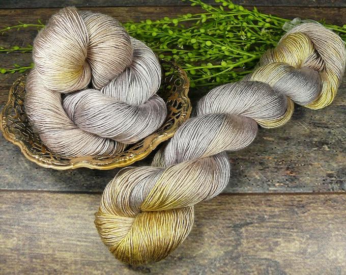 MIRALDA LICHT & SCHATTEN - pflanzengefärbte reine Seide Singles, Maulbeerseide, Edelgarn, natürlich gefärbt, 100gr Lauflänge 400m