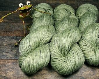 MINT - Biowolle mit Leinen, pflanzengefärbte Wolle, gewalktes Dochtgarn, natürlich handgefärbte Wolle