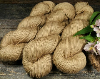 ROSY SAND - Bio Merino Wolle 320m Lauflänge, pflanzengefärbte kuschelweiche reine Wolle von Rosy Green Wool, Biowolle