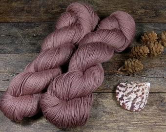 ROSY VINO - Bio Merino Wolle 320m Lauflänge, pflanzengefärbte kuschelweiche reine Wolle von Rosy Green Wool, Biowolle