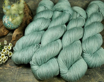 TWISTER AQUA - Merino Seide Zwirn, pflanzengefärbtes Garn, natürlich handgefärbte Wolle, 100gr Lauflänge 420m