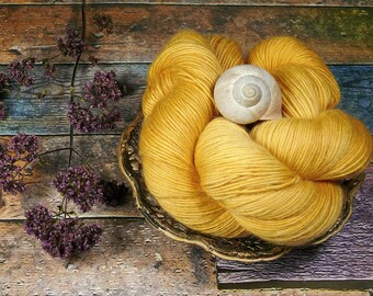 GRETA OROOSCH - Merino Mohair Singlesgarn, Merino & Kidmohair pflanzengefärbt, pflanzengefärbte Wolle, Lauflänge 400 Meter