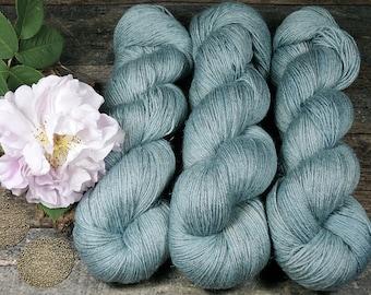 JUULI ADMIRAL - Bio Merino Leinen 466m Lauflänge, handgefärbte  Wolle, mulesingfreie Wolle, pflanzengefärbt