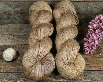 PAKO BUNTE NUSS mit Speckles, 115gr Merino Alpaka Seiden Singlesgarn (100gr/Eur 23,04), natürlich handgefärbtes Edelgarn, pflanzengefärbt