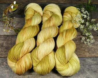 TWISTER HONIGMELONE - Merino Silk fingering, pflanzengefärbte Wolle mit Seide, natürlich handgefärbte Wolle, 100gr Lauflänge 420m