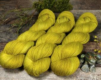 BECCA ZWIEBELCHEN - Lanartus Merino Singles 370m LL, pflanzengefärbte sehr weiche Wolle, edles Singlegarn natürlich handgefärbt