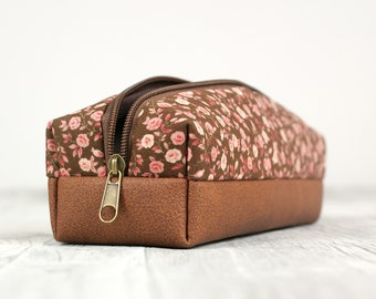 Pencil case with roses