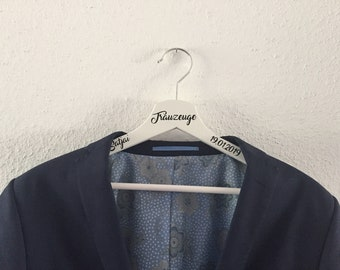 Clothes hanger personalizes groomsmen