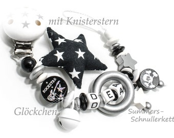 rockige Schnullerkette mit Namen,  Rockstar, Glöckchen, Knisterstern,  Holzring / Totenkopf/Skull