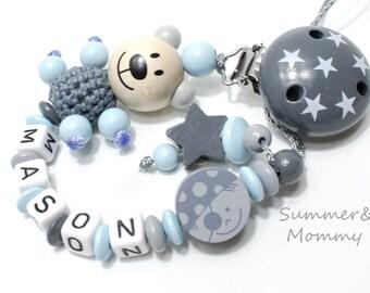 Schnullerkette mit Namen, Teddy und Pirat mit Sternchen, grau-hellblau