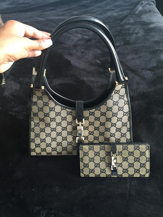 83bb5ac4fe01b Gucci Bag with Wallet Fantastic holiday gift