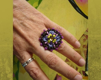 Crochet ring with glass stone in cross kettle setting, embroidered with silk ribbon, crochet ring, textile jewelry, unique ring