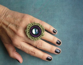 Crochet ring, crochet ring, cotton ring, whirling ring, gift for woman, textile jewelry, unique, iridescent shimmering glass cabochon