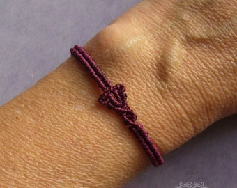 Macrame bracelet, minimalist, micromacrame bracelet, gift for woman, burgundy