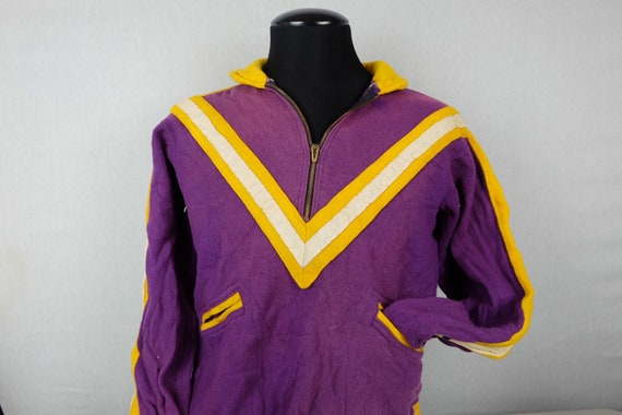 Vintage 1950s Lowe and Campbell Wool Sports Collar