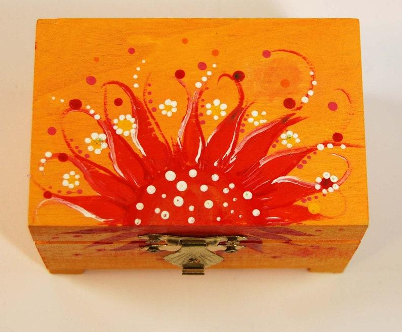 Dipingere Portagioie Di Legno : Scatola di legno dipinta con fiori scatole portagioie etsy