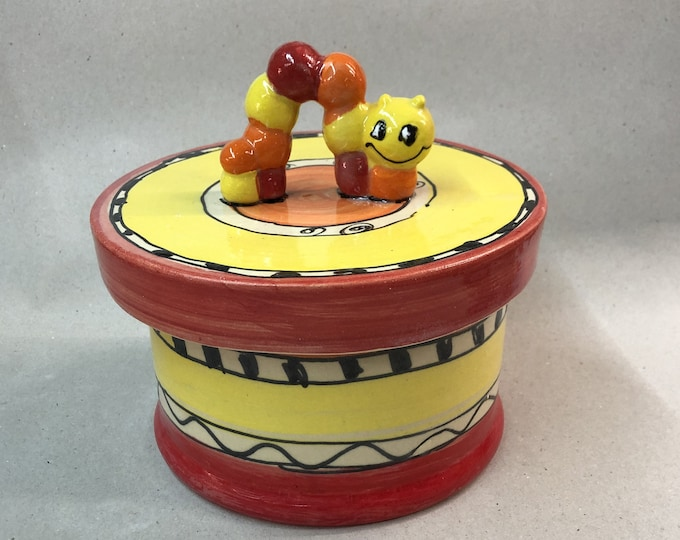 Biscuit tin pastry can Leckerli can ceramic with worm in the design ozova